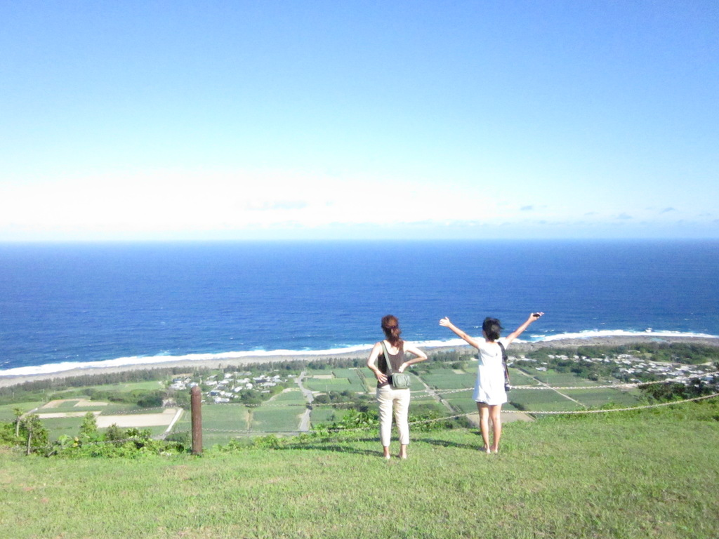 喜界島出身の合わせて200歳の祖父母を持つ得本姉妹